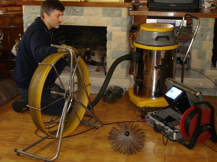 Limpieza y revisión chimenea, de abajo hacia arriba.