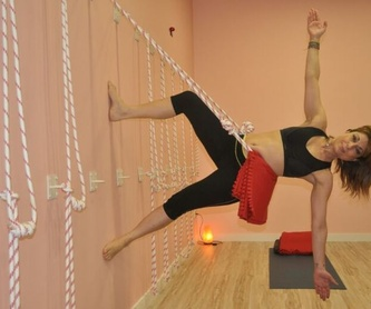 Yoga para la tercera edad: Clases y talleres de Izel Yoga