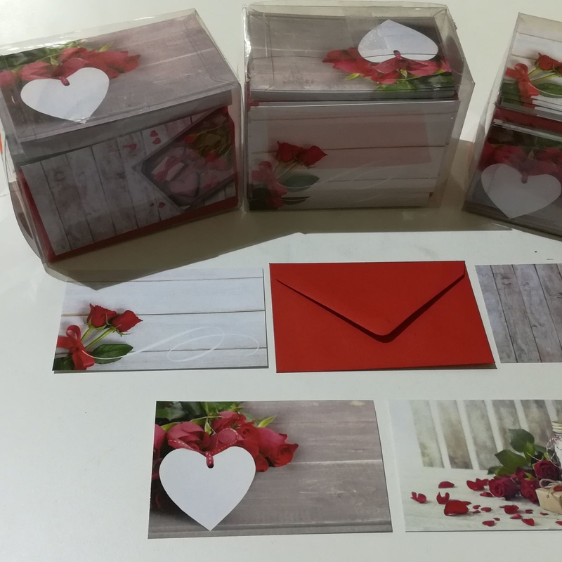100 Tarjetas con sobre. 4 Modelos diferentes en cada caja. PRECIO: 12,00 €