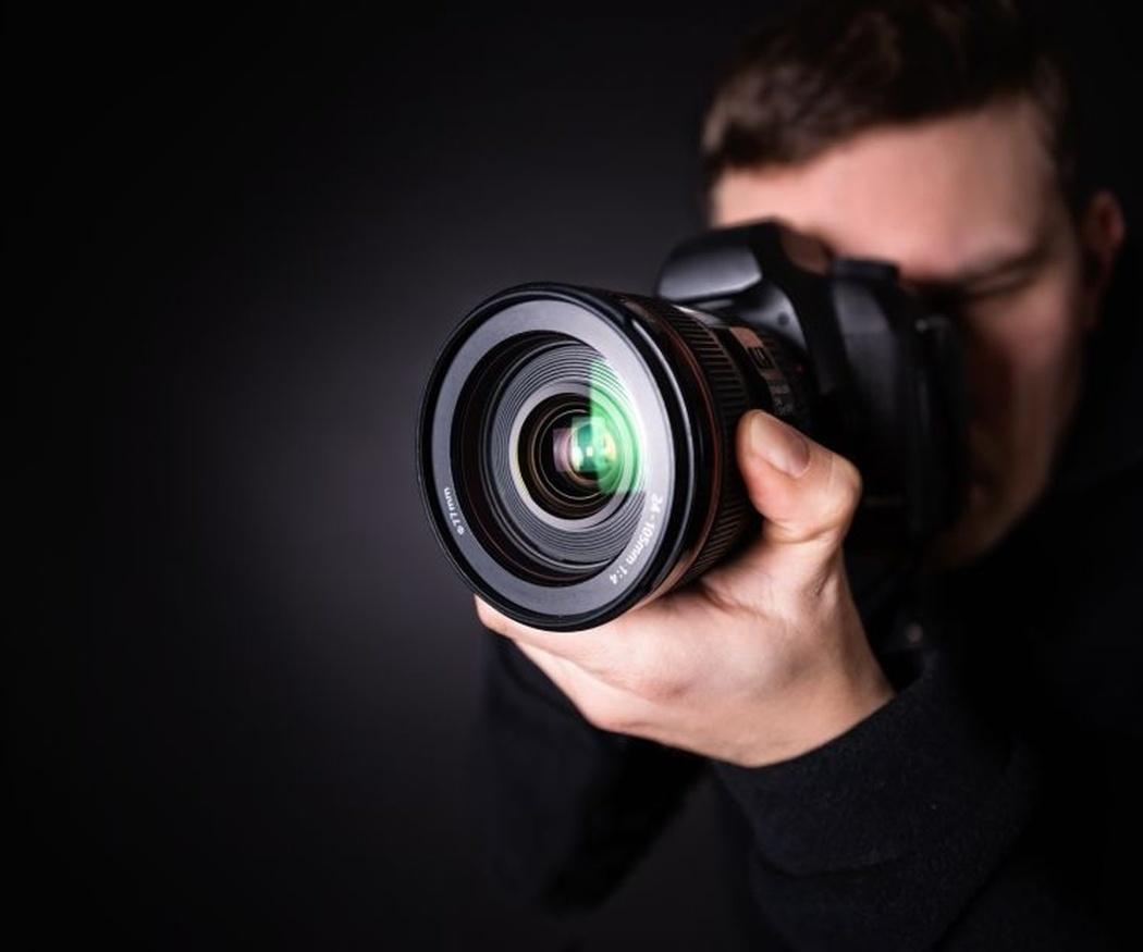 Aprende a sujetar correctamente tu cámara reflex