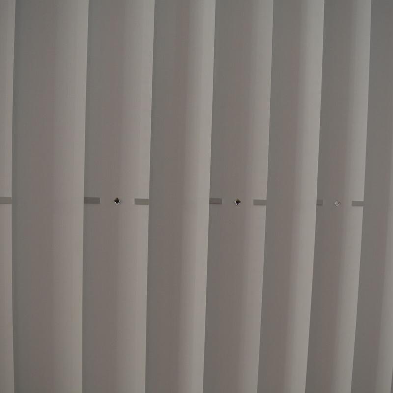 Estores enrollables y cortinas verticales: Servicios de El Hogar de Ramona