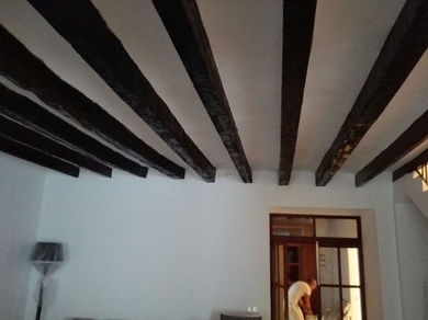 Pintado y restauración de vigas en Casa de Pollença