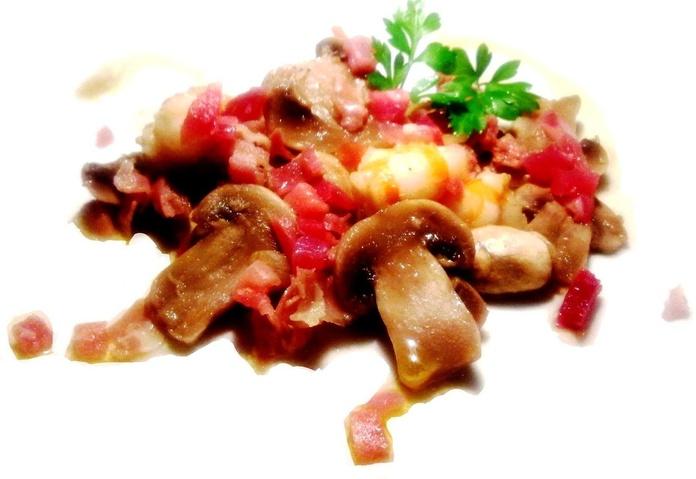 Cazuela de gambas, champiñones y jamón: Carta de Cervecería Restaurante Gambrinus Mirasierra