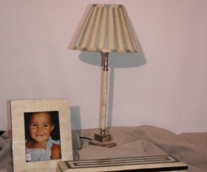 Lámpara sobremesa hueso y niquel 0243153: Catálogo de Ste Odile Decoración