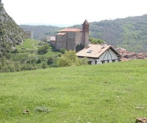 Casa Arruti ubicada en la ladera del monte