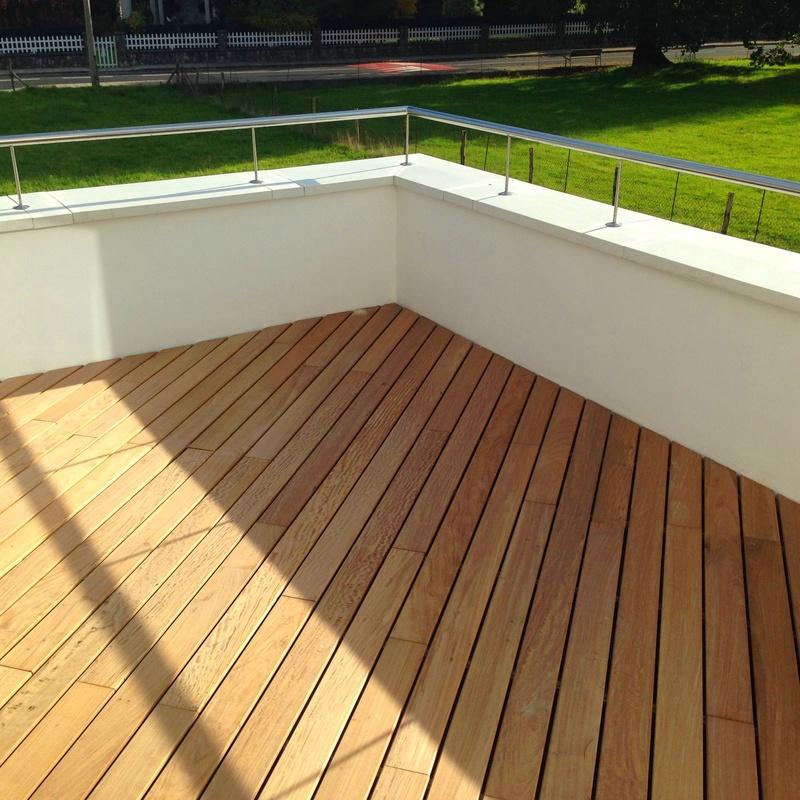 Colocación de tarima de madera ipe en terraza. Fachadas Cantabria.
