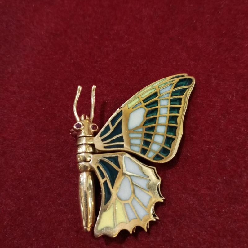 Broche de mariposa de oro de 18k  esmalte pliqué a jour. S.XIX Ref. A-12527: Catálogo de Antigua Joyeros