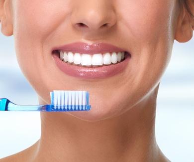 ¿Cuál es la manera correcta de cepillarse los dientes?