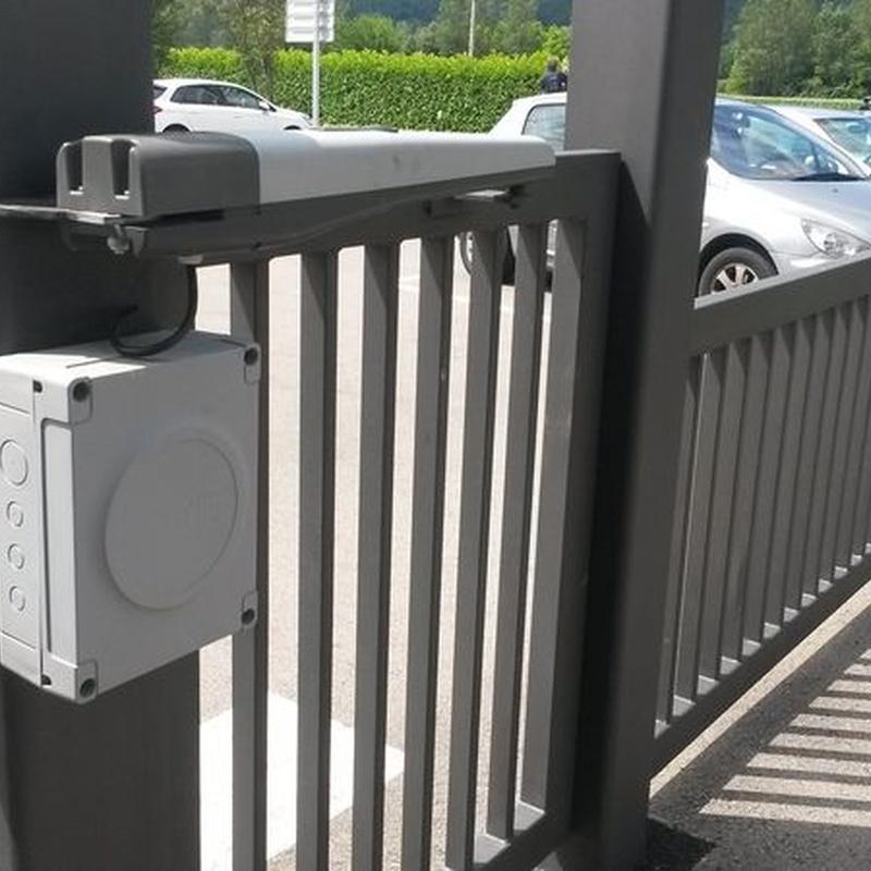 Instalación de puertas batientes: Motores y automatismos de Automatismos Jimm