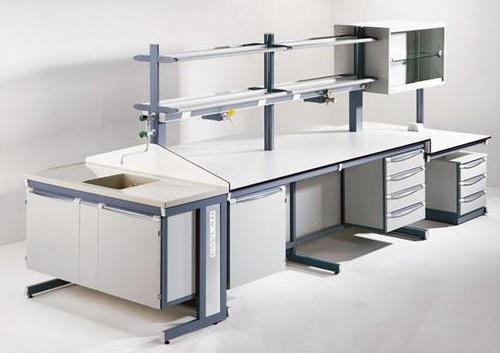 Mesa central de laboratorio