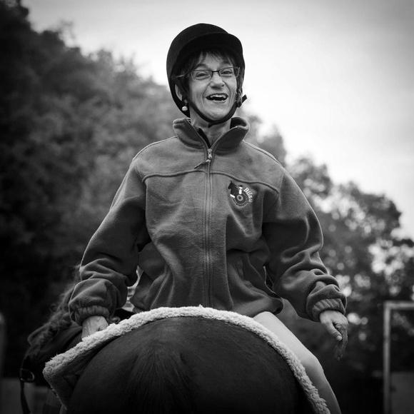 Volteo terapéutico: Servicios de Centro de Equitación y Equinoterapia Biki Blasco