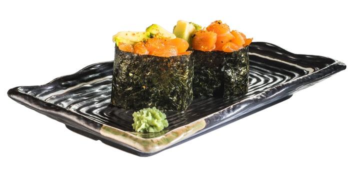 Gunkan de salmón (2 piezas)  3,50€: Carta de Restaurante Sowu