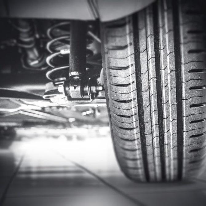 Operaciones importantes para los neumáticos: presión, equilibrado y alineación