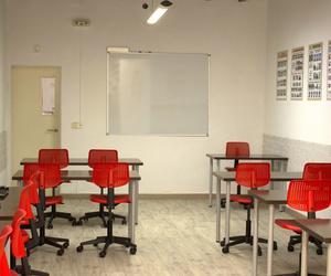 Sala de clases teóricas en autoescuela