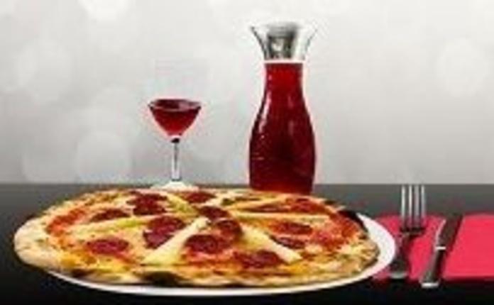 Platos combinados, pizzas y ensaladas: Servicios de Cafetería Restaurante El Asturiano