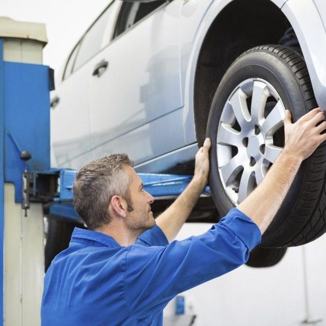 ¿Cómo comprobar el desgaste de los neumáticos?