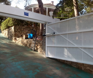 Puerta batiente de apertura exterior Alginet Valencia