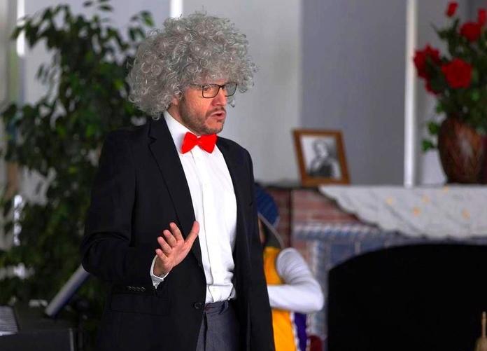 El maestro Alfredo Remifasola explicando nociones básicas de Zarzuela