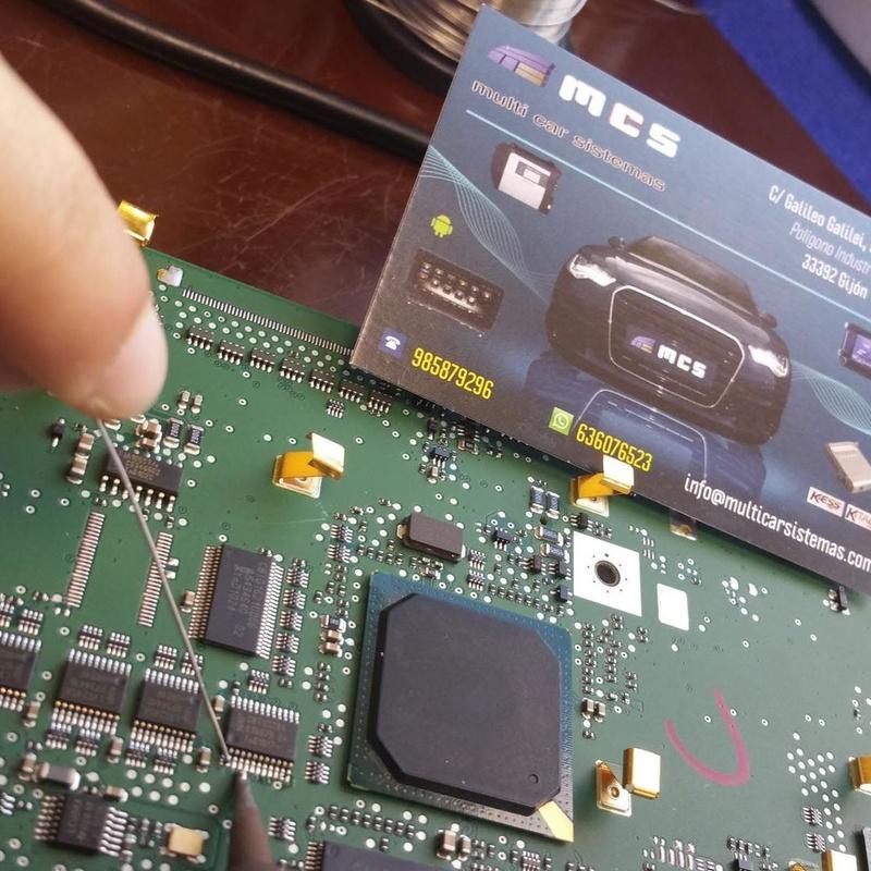 micro soldadura SMD en placa electrónica pcb unidad ecu centralita