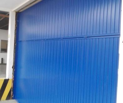 Puerta Basculante de Contrapesos tipo Pre leva en Paterna Valencia/ Farem Puertas Automáticas