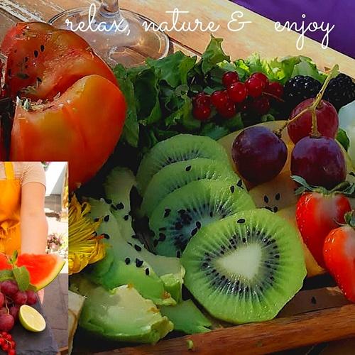 Para los más Sanos ! de Temporada las mejores frutas y ensaladas y nuestras famosas aguas refrescantes!.