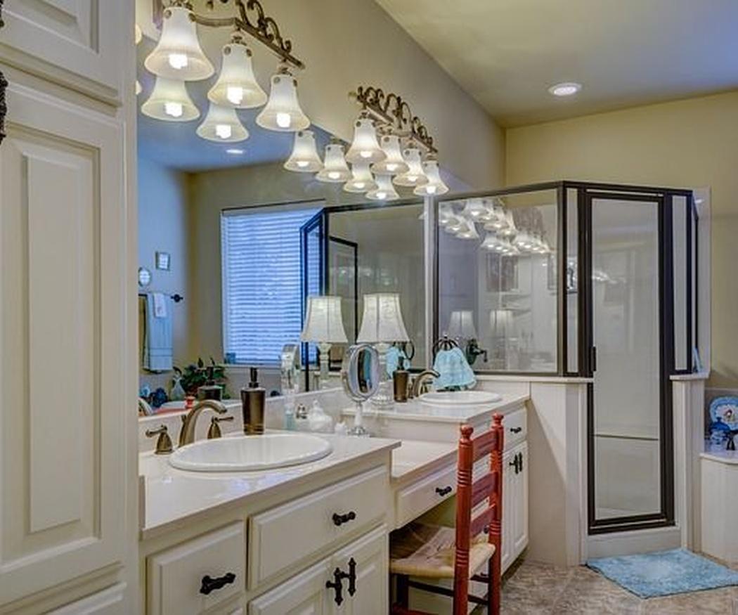 Diferentes tipos de mamparas de baño y sus características