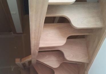 Escaleras con paso japonés (para espacios reducidos)