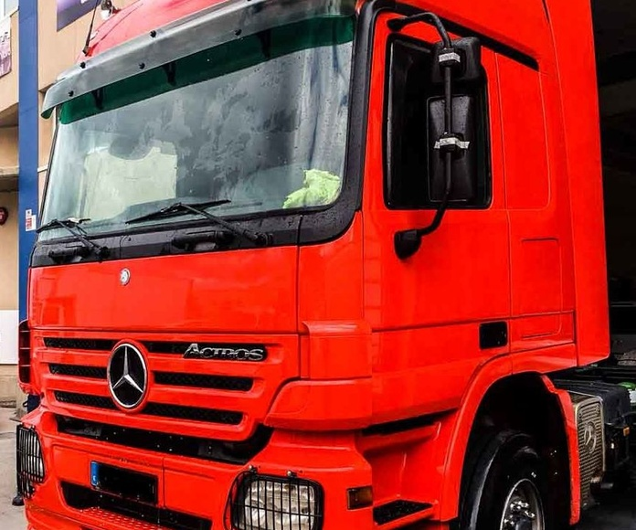 Mercedes Actros Rojo