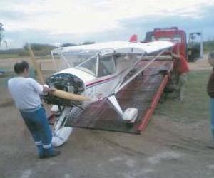 Grúas José María recoge una pequeña avioneta