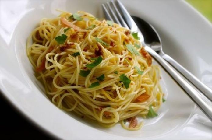 Espaguetis al ajo y aceite: CARTA EL SEVILLANO de Restaurante Sevillano