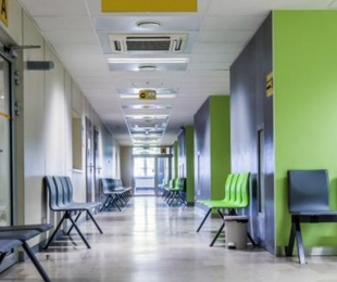 ¿Tengo derecho al permiso retribuido por hospitalización si el hospital prohíbe acompañar al familiar enfermo?