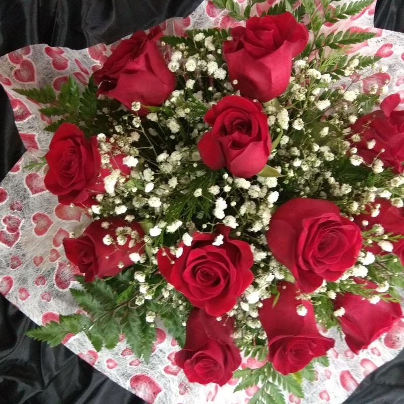 Maravilloso ramo de 12 rosas rojas