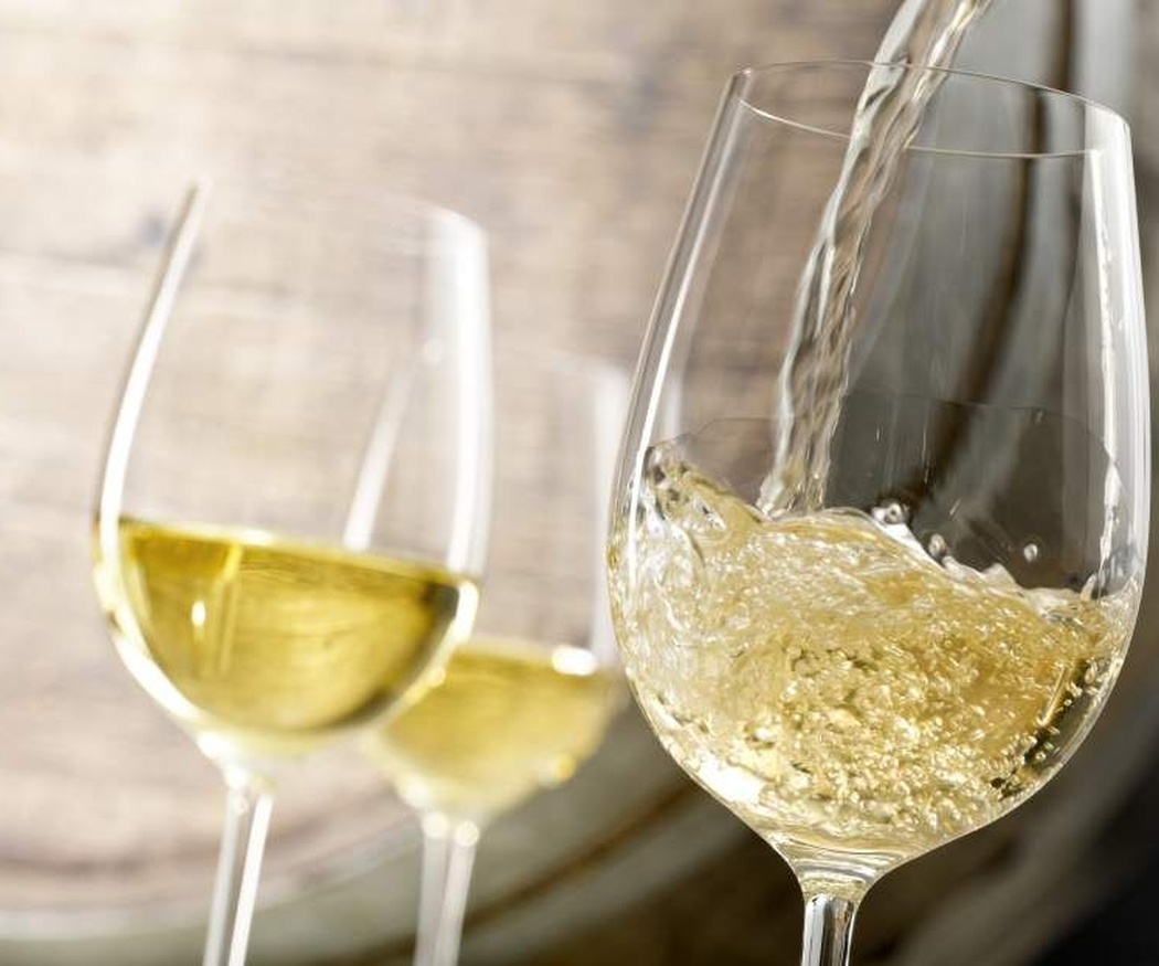 Desmitificamos la relación pescado-vino blanco y carne-vino tinto