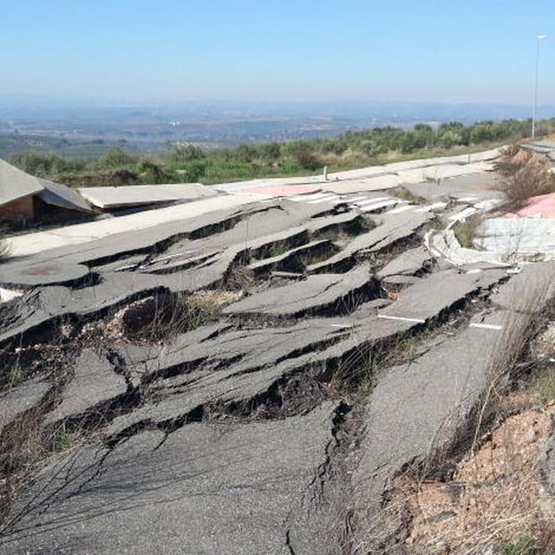 Deslizamiento en viales del P.I. El Olmo en Montoro (Córdoba)