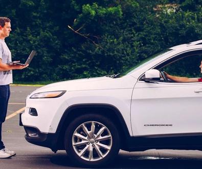 Chrysler retira 1.4 millones de coches tras 'hackeo' remoto