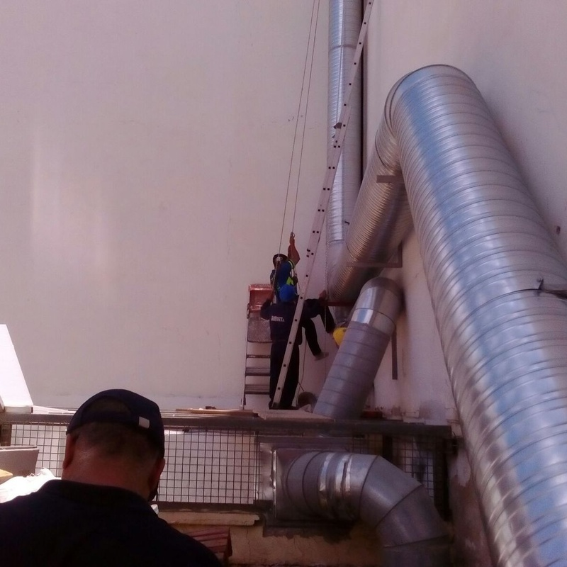 Extractores de humos: Trabajos y servicios de Talleres Sarmiento, S.L