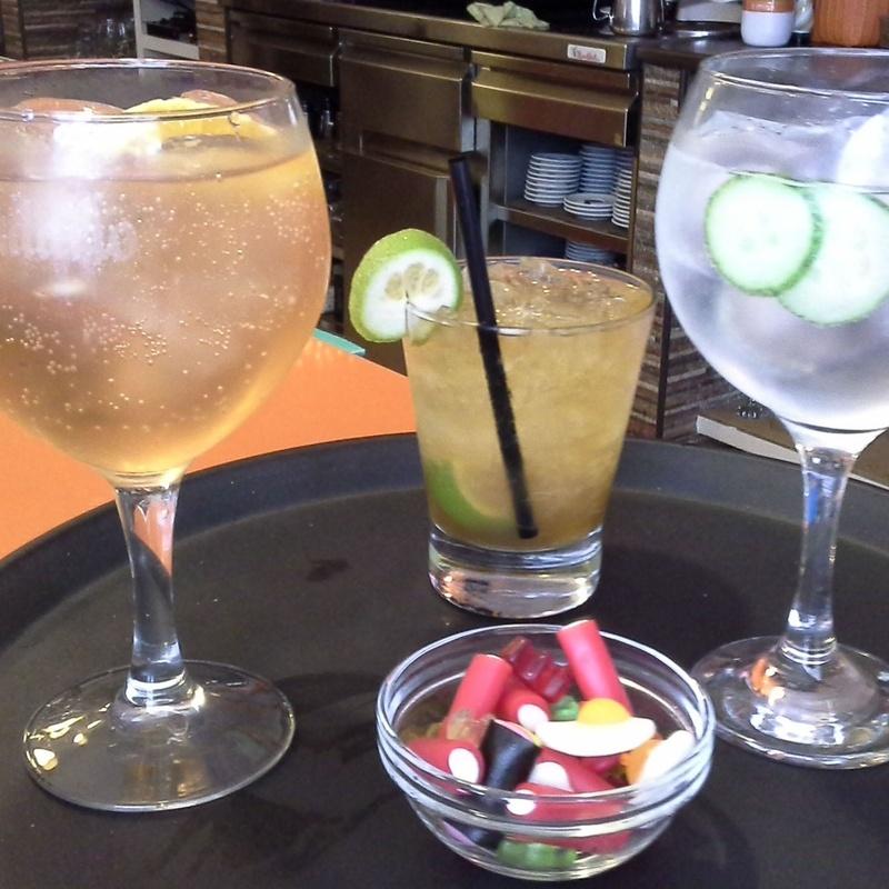 Cervezas, Ginebras y Combinados: Servicios de Restaurante Tostería y Café O'Clock