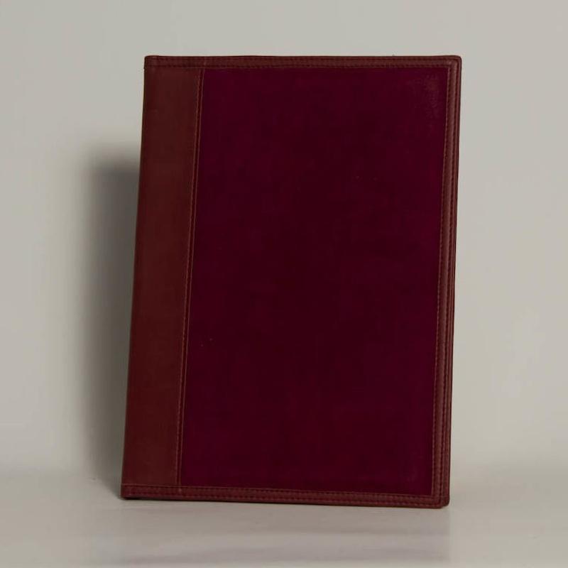 Portafolios PF-01366: Catálogo de M.G. Piel