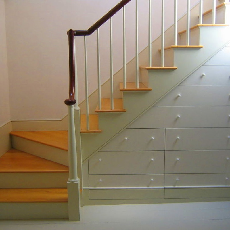 Escalera interior, con cajones en hueco. Únicas para aprovechar el espacio.
