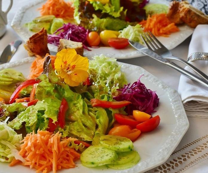 Ensaladas: Nuestros platos de Cafetería Restaurante Los Rubios
