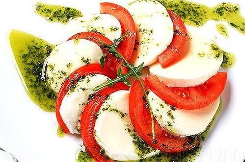 Gran variedad de ensaladas en Pizzería Mar y Luz