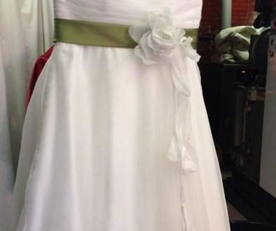 Transformación de vestit de núvia en vestit de festa