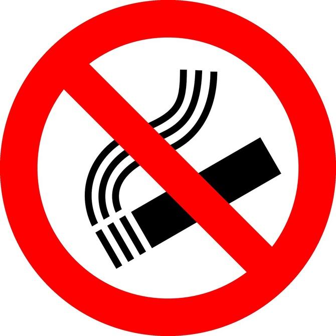 ¿Puedo fumar en mi comunidad de vecinos?