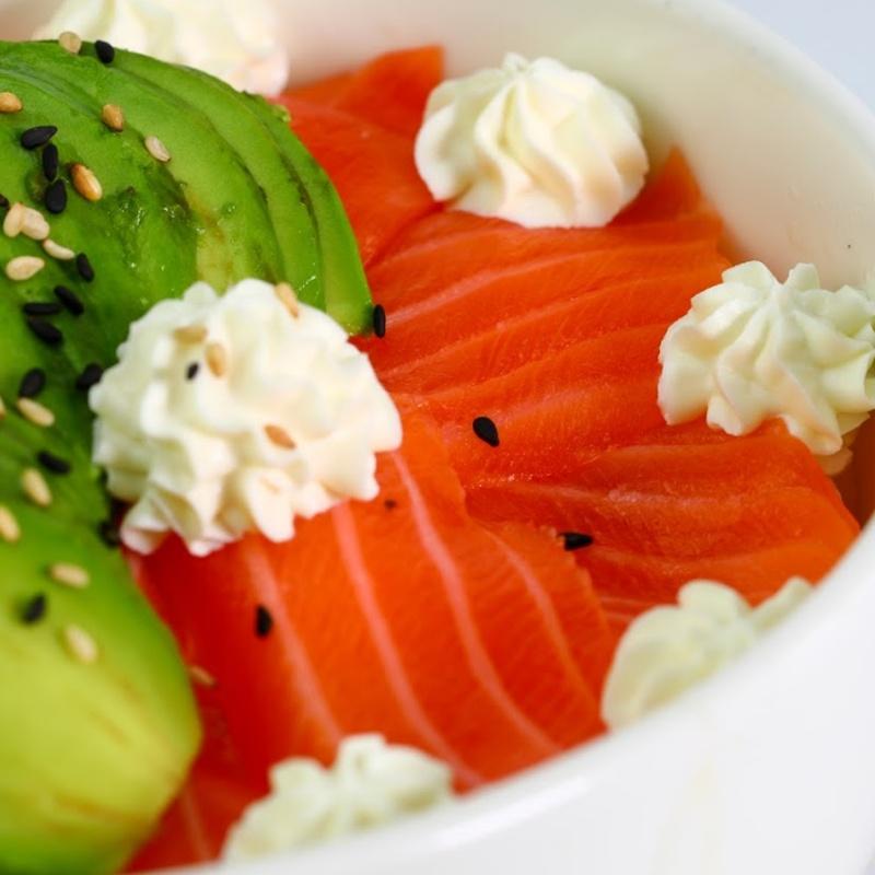 129.Chirashi sushi de atún picante y aguacate: Carta y menús de Yoshino