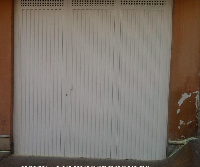 Puerta de chapa pegaso de 3 hojas abatibles con chapa perforada para ventilación