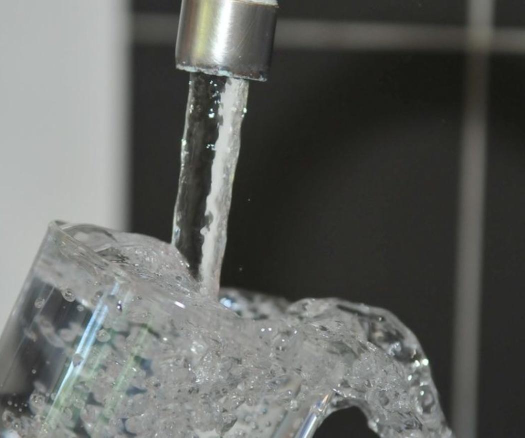 Los peligros del agua dura en las tuberías
