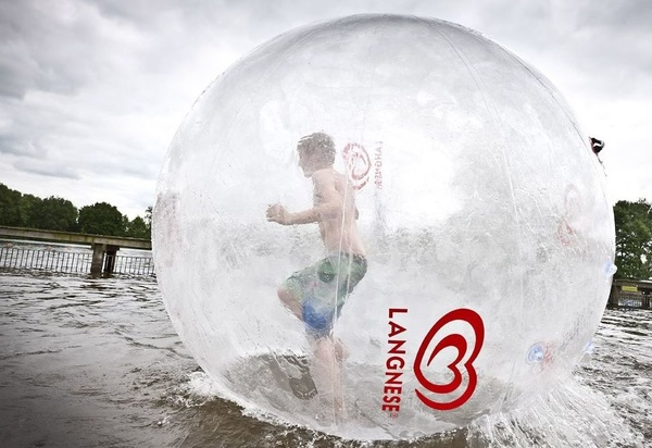 Bola acuática / Waterball.