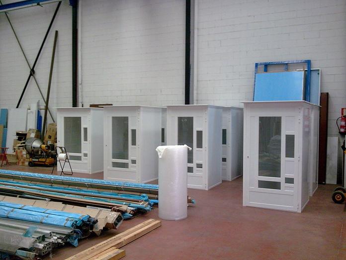 Fabricación de cabinas: NUESTROS SERVICIOS de Aluminios Sergio
