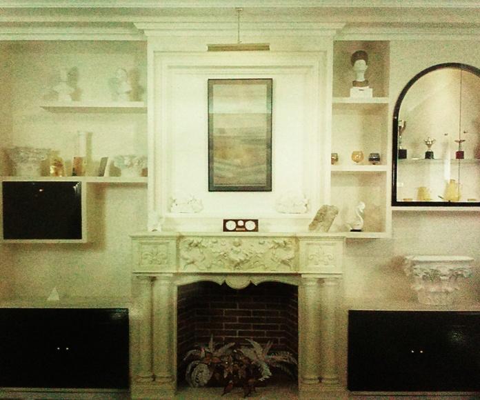 mueble de escayola. con frentes de madera lacados en negro