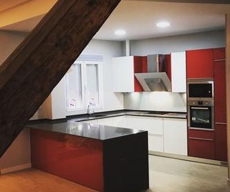 Cocinas Lacadas Alto brillo tirador perfil de aluminio: Muebles de cocina y reformas de Luxe Cocinas